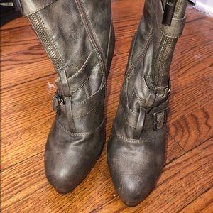 Women round toe heels